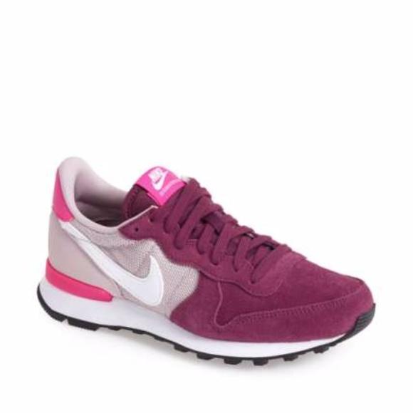 buy popular fbae2 c9aa2 Nike Internationalist Maroon  Pink Shoes. M5acd5a2b00450ffd57531909